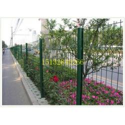 安徽工程桃型柱围栏网、三角折弯桃型柱护栏、浸塑桃型立柱防护网